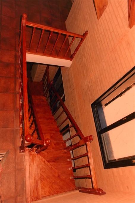 Escaleras de madera rosas zubiri - Escaleras de madera pintor ...